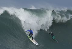 Mavericks big-wave surf competition will make you want to avoid the ocean Giant Waves, Huge Waves, Half Moon Bay California, Northern California, Chasing Mavericks, Surf Competition, Big Wave Surfing, The Weather Channel, Surfs Up