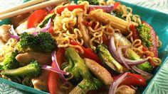Kylling i wok fra Kina - Oppskrift - Godt. Chinese Walnut Cookies Recipe, Walnut Cookie Recipes, Indian Food Recipes, Asian Recipes, Ethnic Recipes, Woks, Recipe Boards, Health Eating, Pasta Salad