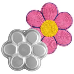 Flower Shaped Cake Tin. This would be perfect for a daisy cake!