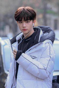 Looks like a boyfriend material Jimin Jungkook, Lee Min Ho, K Pop, Talking To The Moon, Rapper, Drama Queens, Jolie Photo, Lee Know, Kpop Boy