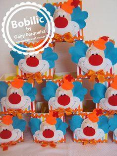 Centro de Mesa Palhaçinho Mais Clowns For Birthday Parties, Carnival Birthday, Birthday Party Themes, Foam Crafts, Diy And Crafts, Dulceros Halloween, Carnival Crafts, Circus Cakes, Clown Party