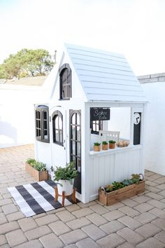 Building your little one a playhouse in the backyard will surely make them happy. However, you'll want it to be safe as well as beautiful. There are a few things you should know before you build a playhouse for kids. Outside Playhouse, Build A Playhouse, Playhouse Outdoor, Playhouse Kits, Simple Playhouse, Garden Playhouse, Outdoor Play, Outdoor Spaces, White Farmhouse