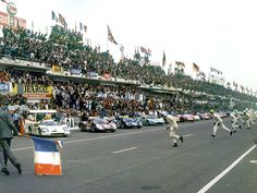 Le Mans 1967 - the start Sports Car Racing, F1 Racing, Road Racing, Race Cars, Mario Andretti, Ford Gt40, Aston Martin, Alpine Renault, Porsche