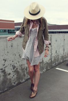 love the layers and mix of patterns; don't really like the jacket; hate the hat Moda Outfits, Cute Outfits, Casual Outfits, Winter Dresses, Summer Dresses, Dress Winter, Vogue, Spring Summer Fashion, Spring Ootd