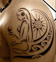 Sun Tattoo of Polynesian style for Men representing a vahine (polynesia local girl) taking the sun in a beach & handling a magic ball