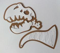 Cabeça e rabo dinossauro confeccionado com papel 180g.    Valor do conjunto (cabeça + rabo). Escolha a cor.    Se quiser a bandeirola:  http://www.elo7.com.br/bandeirola-dinossauro/dp/73D9BF    Dependendo da quantidade, o prazo de produção será alterado.    Tamanho aproximado: 30 cm de largura.