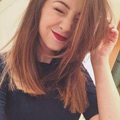 Zoe Sugg! her hair is so cute short