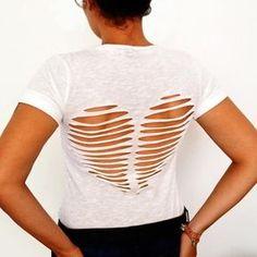 t-shirt vieux blanc customiser diy coeur découpes dos