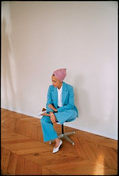 Exclusive: June 2018 cover star Zadie Smith weighs in on the great age debate Angel Williams, I Dont Fit In, Zadie Smith, African Fashion, African Style, Spring Street Style, Suit And Tie, Work Wardrobe, Old Women
