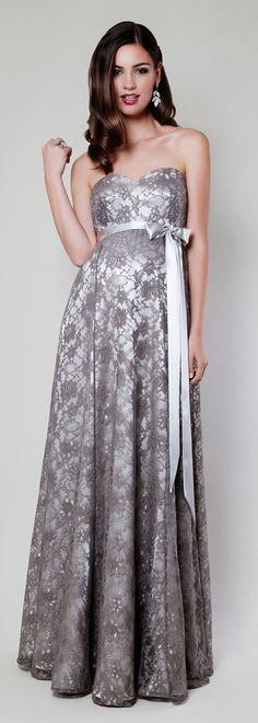 Für Ihren ganz großen Auftritt: Unsere wunderschöne bodenlange Olivia Robe mit abnehmbarer Schärpe