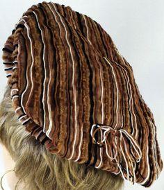 Lilly Daché - Bonnet 'Forme Rasta' - Velours Noir et Tweed à Rayures Mordoré - Années 60