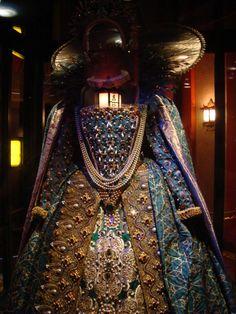 Queen Elizabeth peacock gown from Shakespeare in Love