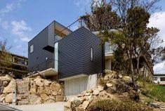 The Kramptom Residence by Shogo Aratani Architect & Associates