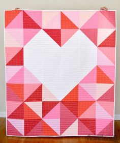 More than 25 free baby quilt patterns and tutorials. Learn how to make a quilt for a baby. Cute and simple baby quilt patterns to make for beginning quilters! Free Baby Quilt Patterns, Heart Quilt Pattern, Free Pattern, Baby Quilt Tutorials, Pdf Patterns, Quilt Baby, Quilting Projects, Sewing Projects, Sewing Tips