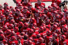 The University of Utah football team huddles pre-game, preparing to face Fresno State. (Trent Nelson     The Salt Lake Tribune)