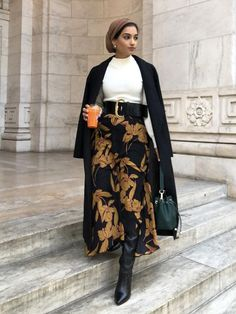 winter outfits stylish Winter outfit ideas: Hajra wearing a floral skirt, white roll neck and black coat Hijab Mode, Mode Ootd, Stylish Winter Outfits, Winter Outfits For Work, Winter Clothes, Winter Skirt Outfit, Winter Outfits Women, Casual Winter, Women's Casual
