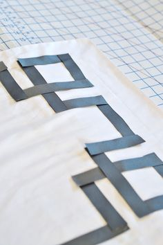 sarah m. dorsey designs: How to Make Standard Shams out of King Pillowcases + How Not to Add Trim