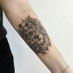 40 We Love Sunflower Tattoo Shoulder Black And White Half Sleeves 29 Leo Tattoos, Bild Tattoos, Dream Tattoos, Future Tattoos, Body Art Tattoos, Small Tattoos, Sleeve Tattoos, Tatoos, Piercing Tattoo