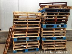 Wooden Pallet Projects Deconstructing Pallets - Where to find them and how to harvest the wood. - Learn how to deconstruct pallets, fast and easy, for wood signs. One Project Closer walks you through, step by step and with instructional video! Pallet Crates, Pallet Art, Pallet Signs, Wooden Pallets, Pallet Ideas, Pallet Wood, Wood Signs, Wooden Pallet Projects, Pallet Creations