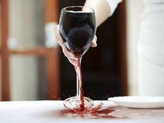 ¿Cómo eliminar manchas de vino tinto?
