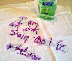 Use hand sanitizer to dissolve ink stains. Cover the ink with Purell with Aloe hand sanitizer and let it run through one regular washing cycle with no extra soaking time. Ink stain Gone! Diy Cleaning Products, Cleaning Solutions, Cleaning Hacks, Cleaning Supplies, Remover Tinta, Alcohol En Gel, Laundry Hacks, Everyday Objects, Everyday Items
