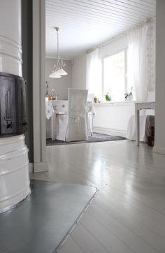 Vaaleanharmaa lautalattia Shabby Chic Decor, Sweet Home, Bathtub, Cottage, Flooring, Interior, Inspiration, Walls, Decorations