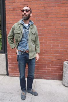 Denim jeans plus denim jacket with army green jacket thrown overtop. Brow leather belt, sunglasses, and boat shoes complete the look Camo Fashion, Dope Fashion, Fashion Moda, Military Fashion, Latex Fashion, Hipster Grunge, Grunge Goth, Emo Goth, Mature Mens Fashion