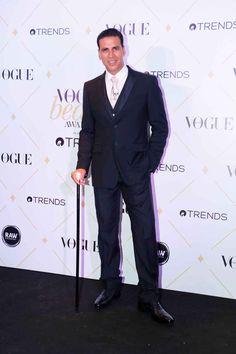bollywoodmirchitadka: Akshay Kumar at The 'Vogue Beauty Awards on . Akshay Kumar Photoshoot, Akshay Kumar Style, 2017 Pics, Vogue Beauty, Beauty Awards, Event Photos, Bollywood Actors, Best Actor, Hottest Photos
