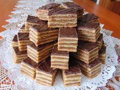 Rozi Erdélyi konyhája: Zserbó szelet 2 Hungarian Desserts, Hungarian Cake, Hungarian Recipes, Baking Recipes, Cookie Recipes, Dessert Recipes, Zserbo Recipe, Cheesecake Pops, Winter Food