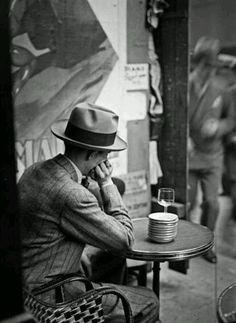 """the-night-picture-collector: """"""""André Kertész, Terrasse de Café, Paris, 1928 """" """" Andre Kertesz, White Picture, Black White Photos, Black And White Photography, Budapest, Great Photos, Old Photos, Vintage Photos, Vintage Photography"""