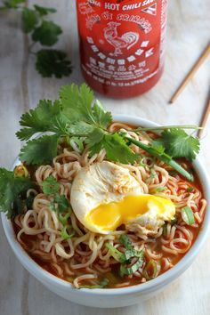 This Spicy Sriracha Ramen Noodle Soup only takes 20 minutes start-to-finish! Definitely took more then 20 minutes! Next time, Increase broth without increasing sriracha. Topped with scallion, cilantro, poached egg, and hot pepper slices. Soup Recipes, Vegetarian Recipes, Dinner Recipes, Cooking Recipes, Healthy Recipes, Healthy Food, Ramen Noodle Soup, Ramen Noodles, Gastronomia