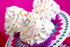 """Soap ideas melt and pour . designs and shapes with """"mel . Cupcake Bath Bombs, Cupcake Soap, Cupcake Bakery, Melt And Pour, Candlemaking, Glycerin Soap, Good Enough To Eat, Cold Process Soap, Soap Recipes"""