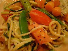 Spiralized Zucchini Pasta with Peanut Sauce