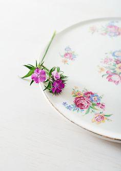 Vintage-cake-plate-+-flower.jpg