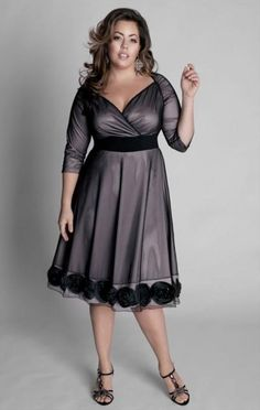 Dresses for Full Figured Women | Evening black dress for a full figure