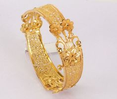 How To Choose The Perfect Pair Of Gold Diamond Earrings Gold Bangles Design, Gold Earrings Designs, Gold Jewellery Design, Gold Jewelry, Fine Jewelry, Gold Bracelets, Stylish Jewelry, Handmade Jewellery, Silver Necklaces