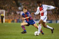 Partido de ida de cuartos de final de la Champions League 1994-95 entre el Barça y el PSG disputado en el Camp Nou. Xabi Eskurza pugna con un rival