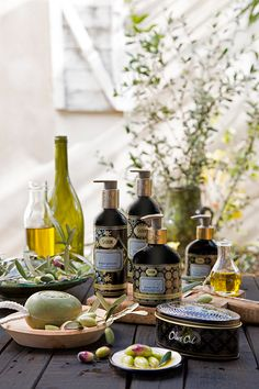 The Olive Oil Collection connects us to Mother Earth by allowing us to infuse the richness from the olive tree's leaf extracts into the root of our latest formula.