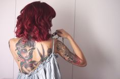 Love her hair and tats