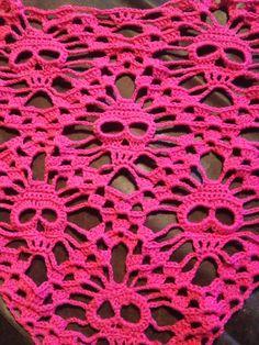 De Tante van Toon- Crochet scarf Pattern by Kungen & Majkis Crochet Poncho, Crochet Scarves, Diy Crochet, Crochet Crafts, Crochet Clothes, Crochet Stitches, Crochet Projects, Crochet Skull Patterns, Knitting Patterns