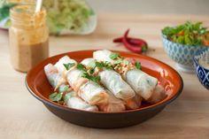 ספרינג רול במילוי ירקות עם רוטב חמאת בוטנים ליד - טעים בשבע