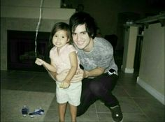 Brendon Urie with a small child= absolutely adorable! Lana Del Rey Vinyl, Behind The Sea, The Young Veins, Jon Walker, Bullet For My Valentine, Happy Birthday To Us, Indie Pop, Of Mice And Men, Brendon Urie