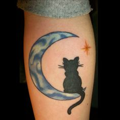 Moon Tattoo Meanings | iTattooDesigns.com