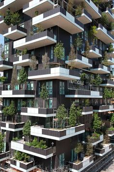 Bosco Verticale : discover this amazing Vertical Forest in Milan - Architecture Architecture Module, Green Architecture, Futuristic Architecture, Sustainable Architecture, Residential Architecture, Amazing Architecture, Architecture Design, Building Architecture, Building Facade