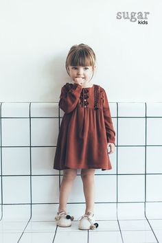 Rusty orange dress with pompon shoes// Aina from Sugar Kids for ZARA BABY Fashion Kids, Little Girl Fashion, Toddler Fashion, Fall Fashion, Fashion Trends, Kind Photo, Kids Mode, Mode Zara, Top Mode