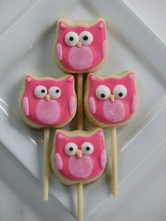 Teske Goldsworthy Teske Goldsworthy Peithmann Nora would love owls like these.I'm thinking sugar cookies, we could even change up the colors! Owl Cupcakes, Monster Cupcakes, Cupcake Cookies, Cupcake Toppers, Owl Cookies, Cute Cookies, Sugar Cookies, Owl Parties, Owl Birthday Parties