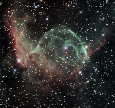 """""""L'elmo di Thor"""": questo è il nome della nebulosa NGC 2359, a 30 anni-luce di distanza. - """"The helmet of Thor"""": this is the name of the nebula NGC 2359, to 30 light-years away"""