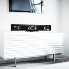 The time has come to kiss those under-performing TV speakers goodbye thanks to the Klipsch® Gallery™ G-42 soundbar. Born to perform, this sleek soundbar transforms average movie nights into out-of-this-world viewing and listening experiences. ($699)#ScoreSense