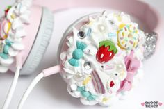 Kawaii Life - Ideas To Upgrade Your Ordinary Things To Next Level Of Cuteness Cute Diys, Cute Crafts, Diy And Crafts, Kawaii Diy, Kawaii Cute, Kawaii Stuff, Kawaii Room, Decoden Phone Case, Clay Charms