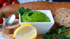 What if I tell you that there is a way to make a delightful pesto using only the absolute best and healthiest ingredients possible, and also without using a single drop of oil or cheese? Whether yo…